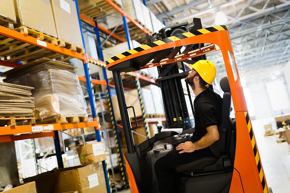 Wózki paletowe – szybki sposób na ułatwianie pracy w hurtowni oraz magazynie